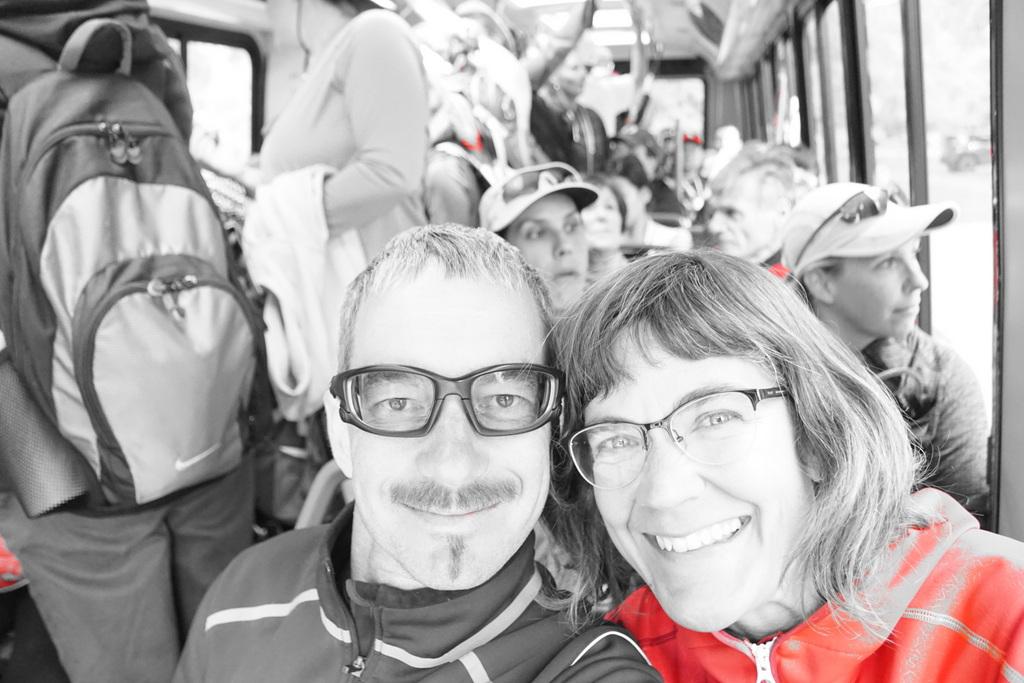 Shuttlebusfahrt in der grauen Touristenmasse