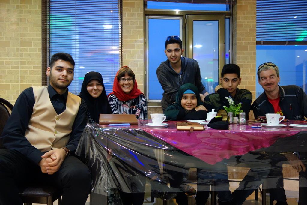 Fatima und ihre Söhne bringen uns die ersten Worte Persisch (Farsi) bei.