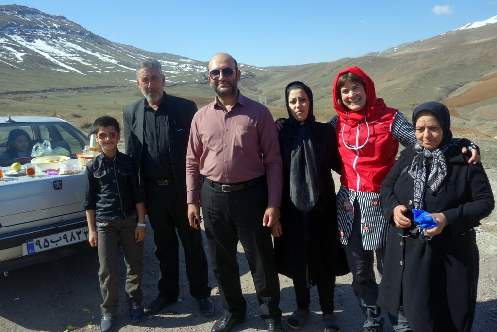 Nur eines von gefühlt 348 Fotos am Straßenrand mit iranischen Familien.
