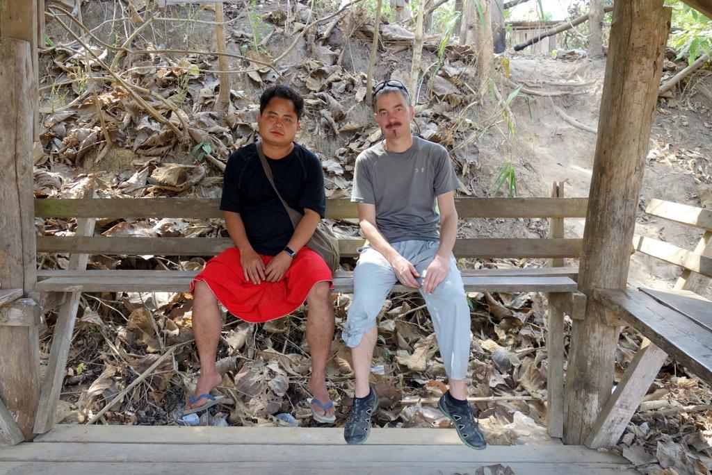 Während unserer Pause kamen wir ins Gespräch. Knapp 20 Jahre lebte er im Flüchtlingscamp, dann wurde er vom UNHCR ausgewählt und erhielt in Australien Asyl. Er vermisst seine Familie, die noch im Lager lebt und die er jetzt zum ersten Mal besucht.
