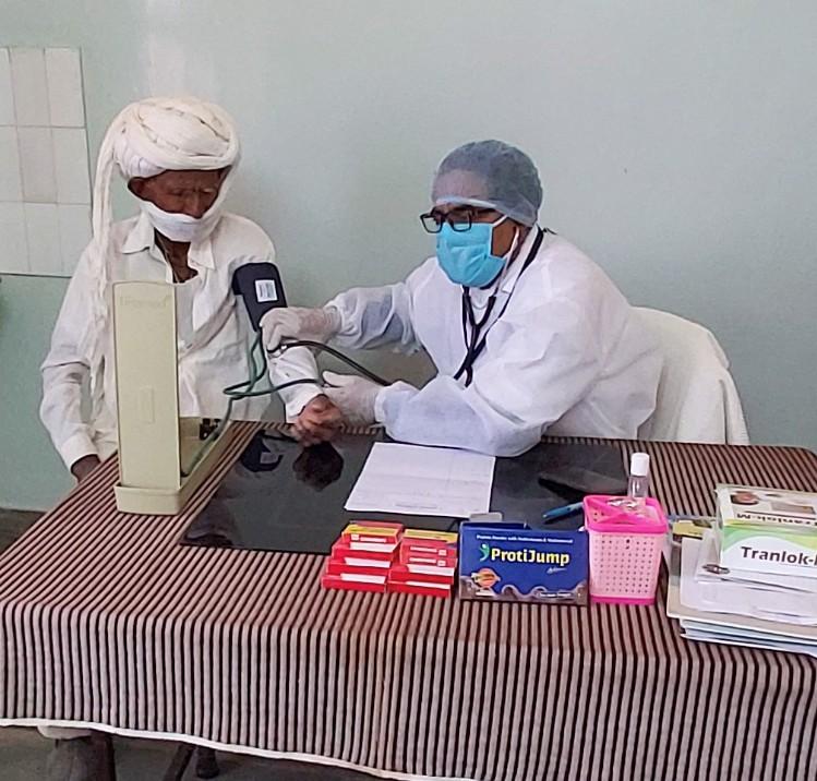 Schutzausrüstung für das medizinische Personal des kleinen Krankenhauses, das GRAVIS betreibt ist jetzt besonders wichtig.